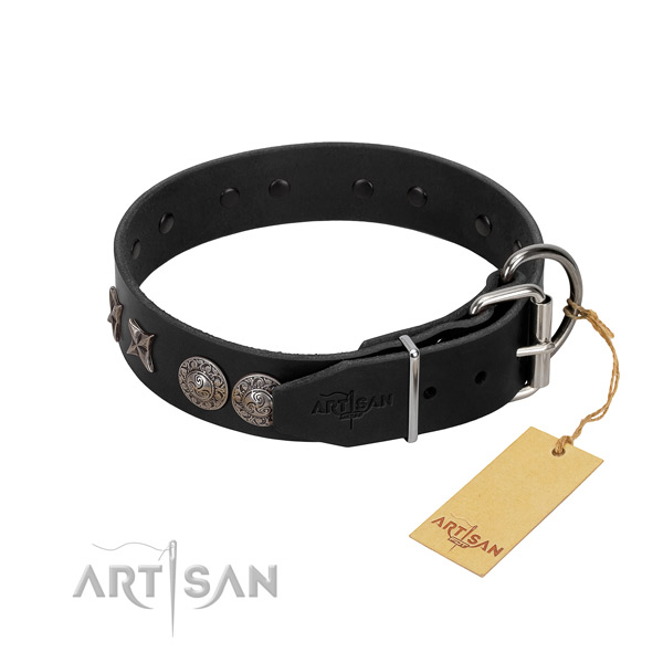 Easy wearing dog collar of genuine leather with designer decorations