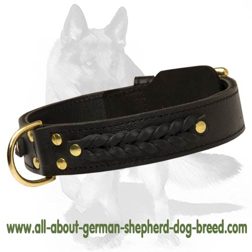 Supple leather collar decorated with braids