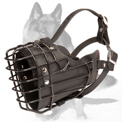 Very well ventilated muzzle with wire basket